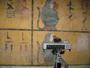 Duetto 1 analyzing a mural painting of King Tutankhamun's tumb.