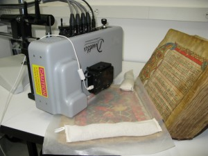Duetto 1 analyzing a manuscript (Getty Conservation Institute, California, USA).